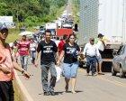 Professores em greve fecham a BR 155 em Xinguara